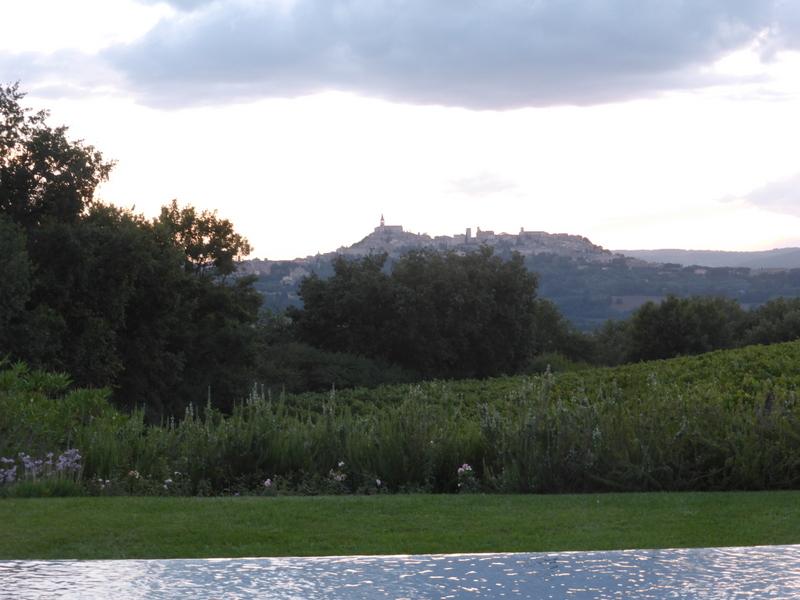 T8-Umbrien - Roccafiore Weingut mit Blick auf Todi