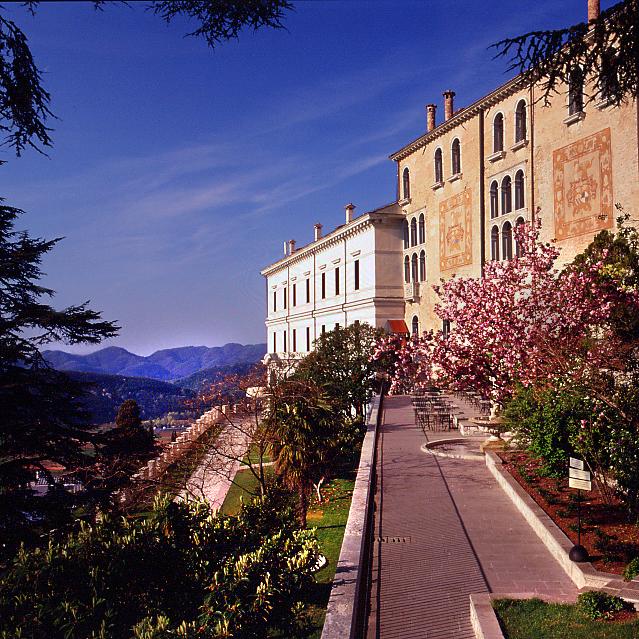 Castello Brando in Panoramalage von Cison di Valmarino im Veneto