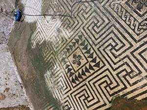 Palazzo Venturelli - Mosaik-Freilegung
