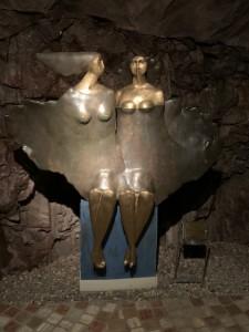 Laimburg - Statuen im Keller